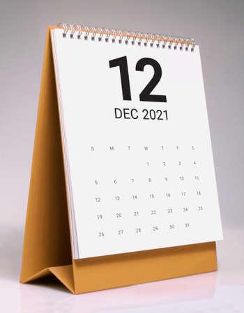 Simple desk calendar for December 2021 版權商用圖片 - 159311548