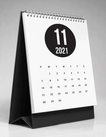 Simple desk calendar for November 2021 版權商用圖片 - 159311585
