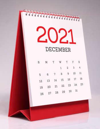 Simple desk calendar for December 2021 版權商用圖片 - 159311602