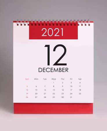 Simple desk calendar for December 2021 版權商用圖片 - 159311650