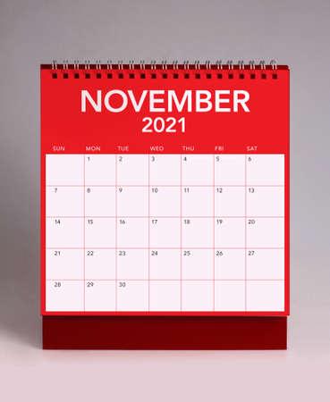 Simple desk calendar for November 2021 版權商用圖片 - 159311777