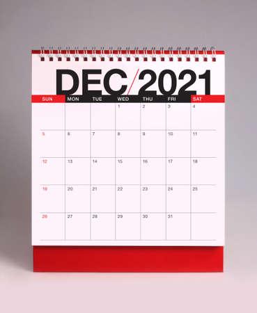 Simple desk calendar for December 2021 版權商用圖片 - 159311782