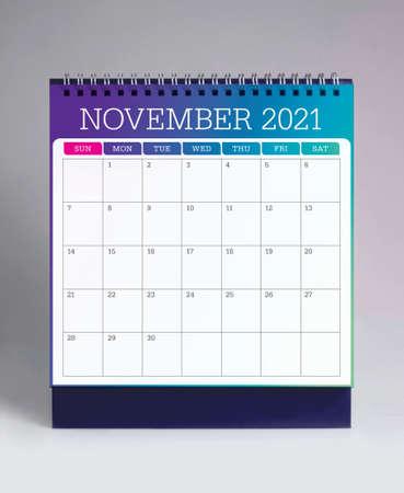 Simple desk calendar for November 2021 版權商用圖片 - 159311786