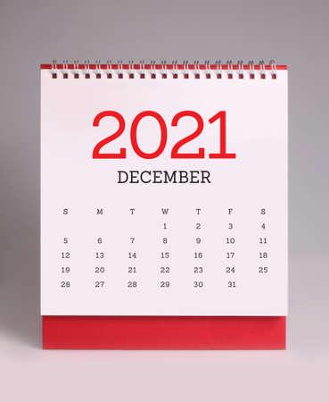 Simple desk calendar for December 2021 版權商用圖片 - 159311807
