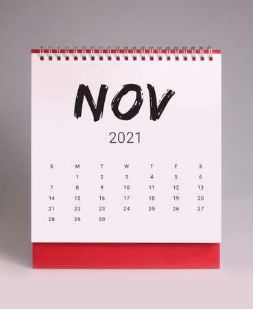 Simple desk calendar for November 2021 版權商用圖片 - 159311818