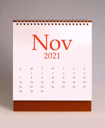 Simple desk calendar for November 2021 版權商用圖片 - 159311833