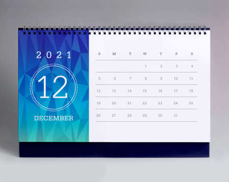Simple desk calendar for December 2021 版權商用圖片 - 159310259