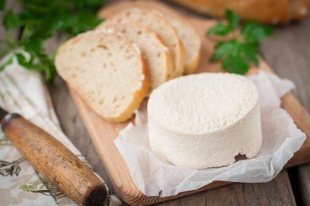 queso de cabra: R�stico Queso Estilo cabra con pan