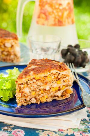 tortilla de maiz: Un pedazo de pollo mexicana, calabacín y maíz Tortilla Pie