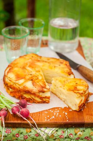 cabeza abajo: Verano patata revés en capas Hornear (torta), copia espacio para el texto