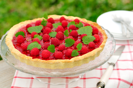 raspberry jelly: Fresh Raspberry Jelly Tart, selective focus