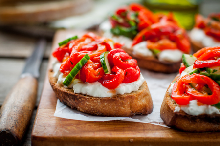 Rasted Red Sweet Pepper, Cucumber and Feta Bruschetta 스톡 콘텐츠