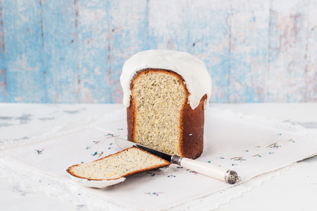 Sliced Kulich, Russian Easter Bread with Poppy Seed and Lemon Zest, copy space for your text Standard-Bild