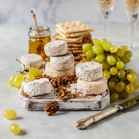 Christmas Cheese Platter, Variety of French Cheeses, Green Grapes, Walnuts, Honey and Crackers, square Foto de archivo