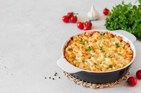 Pasta e formaggio al forno, copia spazio per il tuo testo