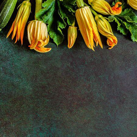 Kwiaty i liście cukinii, kwadrat, miejsce na tekst