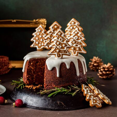 Sliced Gingerbread Cake Decorated with Spiced Christmas Cookies, square 스톡 콘텐츠 - 133038337