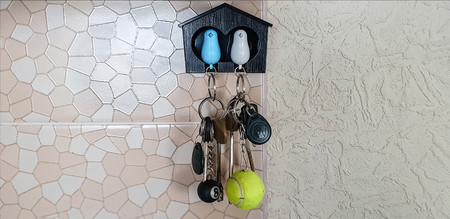 Decorative little house with a pigeons for keys Standard-Bild