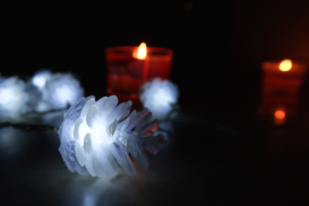 christmas and new year background, candles and garland in the form of cones, close-up, Black background 免版税图像