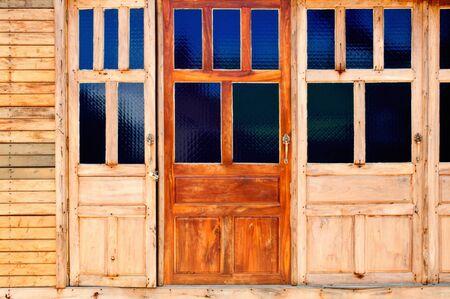 porte ancienne: Vieille porte dans les zones rurales.