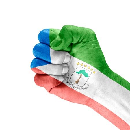 Bandera de Guinea Ecuatorial en la mano con gesto de puño cerrado sobre fondo blanco Foto de archivo