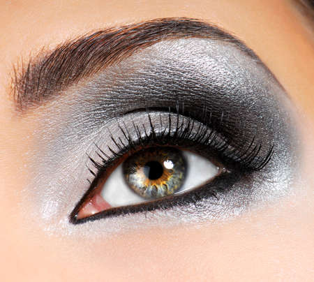 tilting: Silver-black bright fashion make-up