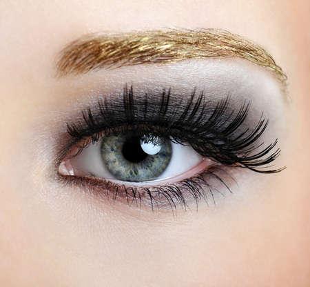 pesta�as postizas: Mujer de ojos con estilo y la moda de maquillaje