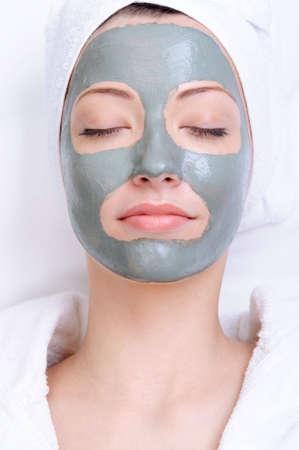 Maske der Ton auf die junge schöne Frauen mit close-up Standard-Bild - 4834727