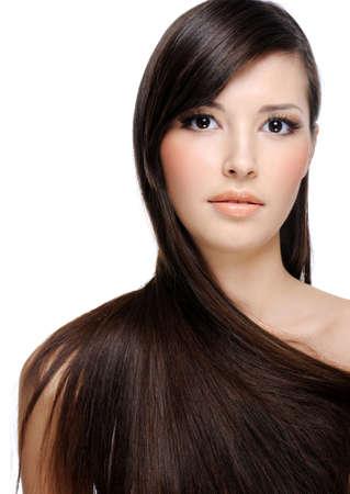 Portret van mooie jonge vrouw met lang haar weelderige gezonde Stockfoto