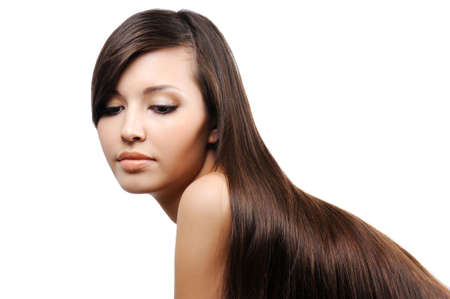 portret van prachtige mooie jonge meid met lange haren glad weelderige