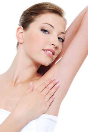 armpit: Retrato de mujer muy limpia fresca acariciando su axila