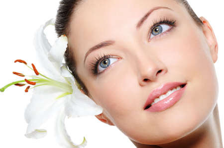 clean skin: Healthy skin of young beautiful woman face with a flower in her hairs