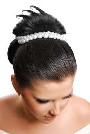 hochzeitsfrisur: Sch�ne moderne Hochzeit Frisur mit Perlen - isoliert auf wei� Lizenzfreie Bilder
