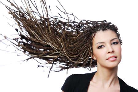 dreadlocks: Retrato de glamour de mujer sexy con pelo de belleza de golpe de viento