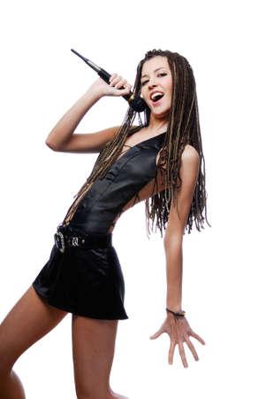 rocker girl: Cantante hermosa ni�a cantando - aislados en blanco