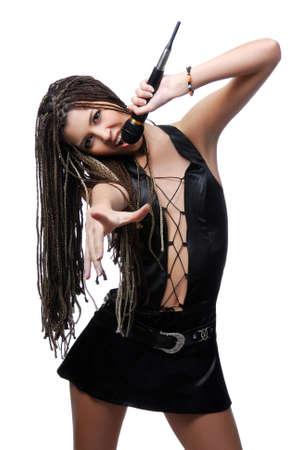 rocker girl: Micr�fono de explotaci�n de chica joven cantante atractivo y canto Foto de archivo