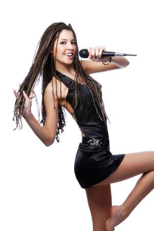 rocker girl: Hermosa mujer joven cantando - aislados en blanco Foto de archivo