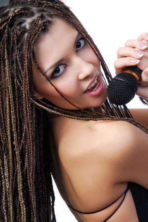 dreadlocks: Cara de ni�a bonita de la cantante con expresi�n brillante cuando ella cantando