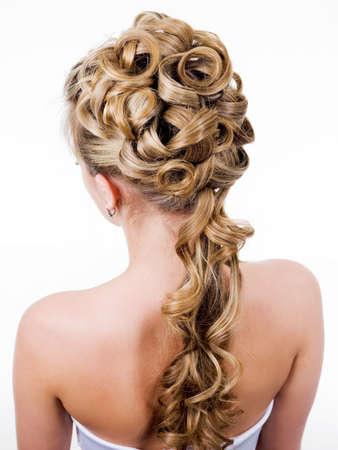 美の結婚式のヘアスタイル、白で隔離される背面ビュー