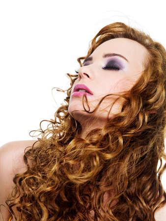 Mujer bonita con pelos largos rizadas - aislados en blanco Foto de archivo - 6637841