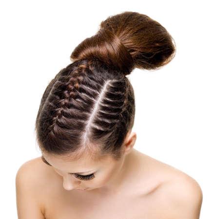 ハイアングルビュー: おさげ髪の美しさと女性の頭の高角度のビュー。白い背景の上 写真素材