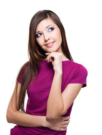 femme regarde en haut: Portrait d'une femme souriante regardant la pens?e - isol? sur blanc