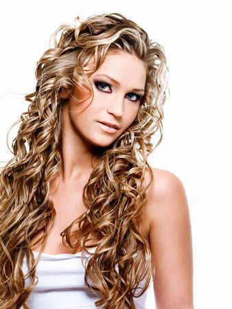 ragazze bionde: Bella donna con i capelli lunghi Ricci Biondi di lusso