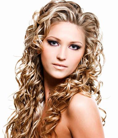 rubia: Retrato de hermosa mujer con cabello largo Rubio de lujo