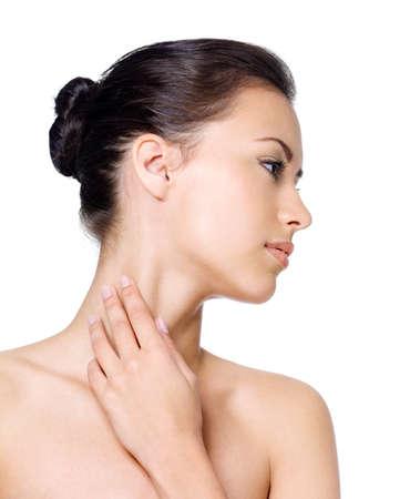 visage femme profil: Jeunes belles jolie femme avec une peau propre saine c�t� - isol�e sur fond blanc � la recherche