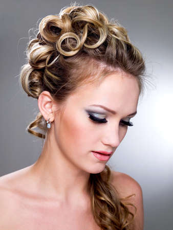 wedding hairstyle: Beautiful young bride with blue make-up and ringlet wedding hairstyle   Stock Photo