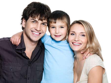 papa y mama: Retrato de familia joven feliz con hijo - sobre fondo blanco