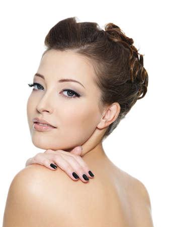 maquillage yeux: Jeune fille sexy avec des ongles noirs et le maquillage des yeux
