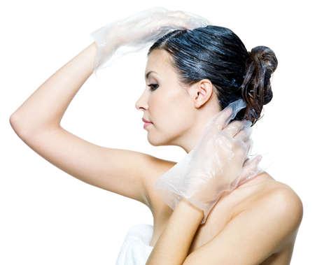 tinte de cabello: Retrato de la hermosa joven de cabellos te�ido - aislados en blanco Foto de archivo