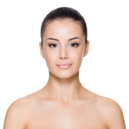 Jonge vrouw met mooi gezicht - geïsoleerd op wit Stockfoto